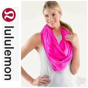 Lululemon Vinyasa Wrap in Hot Pink